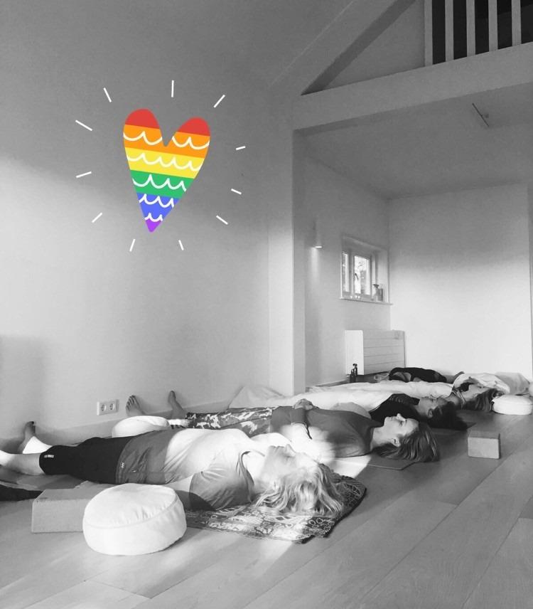 stilte, bezinning, retreat, yoga, meditatie, succeservaring, genieten, rust, relaxed, zelfliefde, geluk