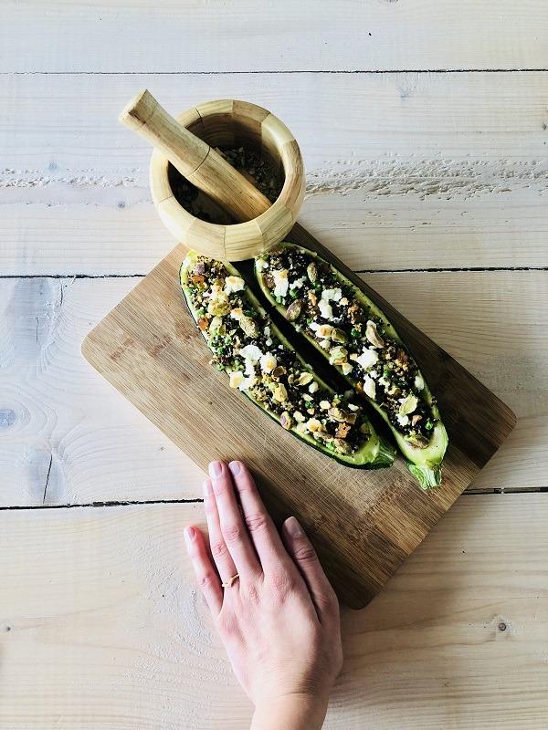 Gevulde courgette met quinoa abrikozen en pistachenoten, yoga, gevulde courgette, vegetarische gevulde courgette, vegetarische gevulde courgette, yoga retreats
