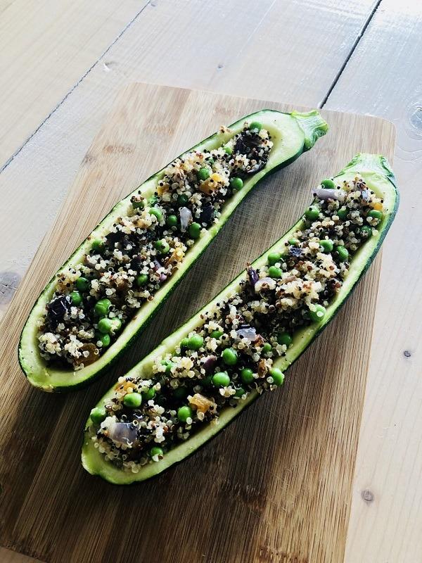 Veganistische gevulde courgettes met quinoa abrikoos en pistachenoten, yoga, yogaretreats, veganistische gevulde courgette, gezond recept met courgette